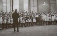 Праздник в Минской школе в годы оккупации. 1941-1944 год